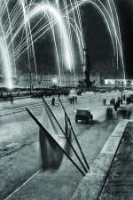 НаПушкинской площади вовремя фейерверка. 9мая 1945г. Ленинград.