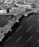Вид с вертолёта на Стрелку Васильевского острова и Дворцовый мост